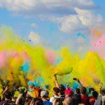Textilveredelung für Events hier ein Promotion-Konzert mit butem Farbstaub