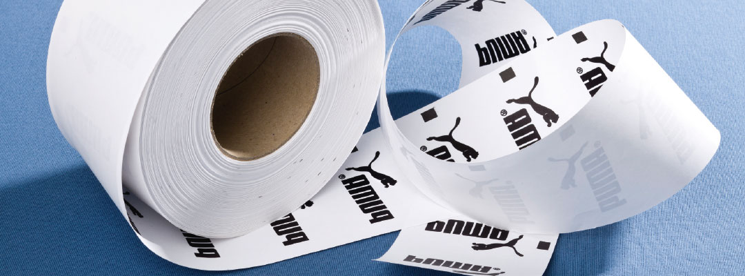 Hochwertige Textilveredelung für Grossproduktionen mit hoher Qualität hier PUMA Rollen-Flex Etiketten